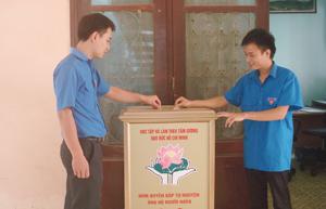 Tiết kiệm chi tiêu, quyên góp ủng hộ người nghèo được duy trì thường xuyên tại Huyện ủy, UBND và một số cơ quan, đoàn thể của huyện Kim Bôi.