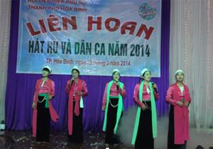 Một tiết mục dân ca Mường được biểu diễn thành công tại Liên hoan.