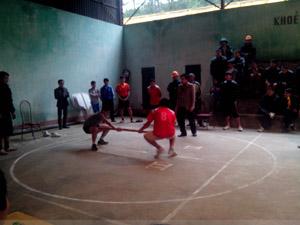 Một trận thi đấu tại giải bắn nỏ - kéo co - đẩy gậy huyện Đà Bắc năm 2014