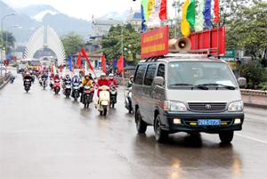 Đoàn diễu hành tuyên truyền lưu động hưởng ứng ngày thế giới phòng - chống lao.