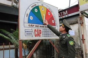 Hiện nay, rừng trên địa bàn huyện Tân Lạc đang ở mức độ cao (cấp III), lực lượng kiểm lâm thường xuyên cập nhật thông tin cấp dự báo cháy rừng để các xã, thị trấn chủ động phòng cháy rừng.