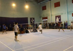 Các vận động viên tham gia giải bóng bàn - cầu lông huyện.