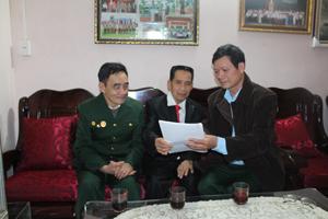 Thành viên CLB người bệnh đái tháo đường tỉnh tổ chức tuyên truyền về bệnh cho người dân phường Tân Thịnh (TP Hòa Bình).
