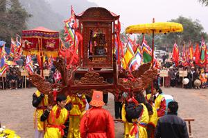 Hàng năm, lễ hội chùa Tiên, xã Phú Lão được tổ chức theo đúng nghi thức truyền thống và chấp hành nghiêm chỉnh các quy định của pháp luật về tín ngưỡng tôn giáo.
