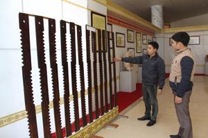 Các hiện vật, cổ vật được trưng bày tại Bảo tàng tỉnh phục vụ nhu cầu thăm quan, học tập và nghiên cứu của nhân dân trong và ngoài tỉnh.