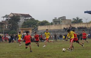 Trận đấu giữa đội THCS Mông Hoá và THCS Dân Hạ.