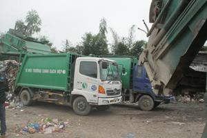Mỗi ngày khu xử lý rác Lương Sơn tiếp nhận 40 tấn rác thải sinh hoạt của TP Hòa Binh.