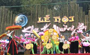 Lễ hội Khai Hạ Mường Bi (Tân Lạc) tổ chức hàng năm góp phần bảo tồn, phát triển lễ hội truyền thống gắn với xây dựng nếp sống văn hóa và góp phần để ngành du lịch của tỉnh phát triển.