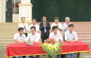 Các cơ quan, đơn vị, doanh nghiệp, đại diện UBND xã, thị trấn ký cam kết đảm bảo ATVSLĐ-PCCN.