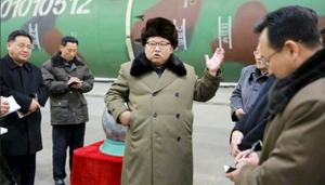 Nhà lãnh đạo CHDCND Triều Tiên Kim Jong Un gặp các nhà khoa học và kỹ sư trong lĩnh vực nghiên cứu vũ khí hạt nhân. (Ảnh: KCNA).