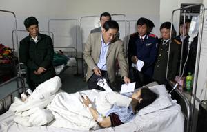 Đồng chí Chủ tịch UBND tỉnh Nguyễn Văn Quang trực tiếp chỉ đạo xử lý vụ TNTG và thăm hỏi, động viên người bị nạn