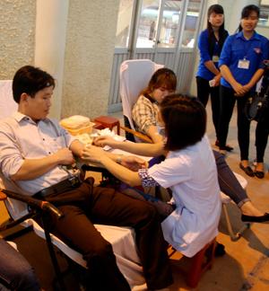 Thầy Hưng tham gia Ngày hội hiến máu do Sở GD&ĐT tổ chức năm 2016
