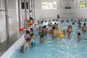 Khu du lịch suối Khoáng Kim Bôi trở thành địa chỉ  nghỉ dưỡng, vui chơi của du khách trong và ngoài tỉnh.