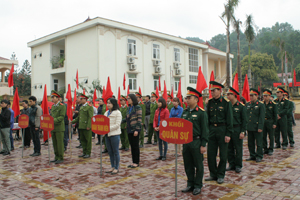 Trên 100 cán bộ, công nhân, viên chức, người lao động và lực lượng thanh niên thuộc các khối cơ quan, đơn vị, doanh nghiệp trên địa bàn tham gia lễ phát động