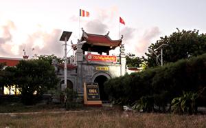 Toàn cảnh chùa Trường Sa lớn.