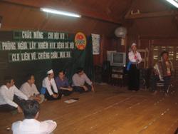 Một buổi sinh hoạt câu lạc bộ phòng chống HIV/AIDS của Hội Nông dân huyện Mai Châu