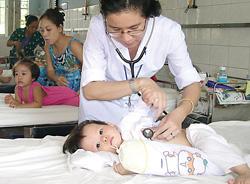 Trẻ bị viêm não được điều trị tại khoa Nhiễm-Thần kinh bệnh viện Nhi Đồng 1 TPHCM