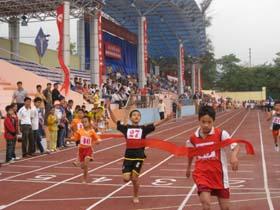 Các VĐV tham gia nội dung chạy 60m nam khối tiểu học.