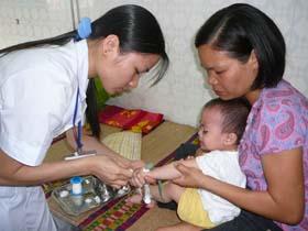 Bình quân mỗi ngày có khoảng 8-10 trẻ em vào điều trị tại khoa Nhi, Bệnh viện đa khoa tỉnh.