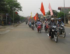Cán bộ và nhân dân thị trấn Cao Phong ra quân hưởng ứng tháng hành động và chất lượng VSATTP.