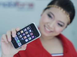 Không nhiều khách hàng trong nước tìm mua iPhone.