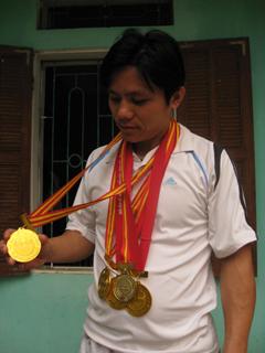 VĐV Nguyễn Văn Thượng đã sưu tập cho mình đủ các bộ huy chương từ cấp tỉnh đến giải khu vực