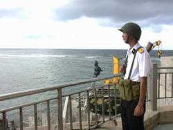 Chiến sĩ đảo Đá Lớn, quần đảo Trường Sa, canh gác cho sự bình yên của biển đảo Tổ quốc.