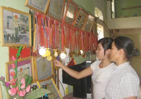 Hai mẹ con chị Mùi đang là chủ sở hữu của hơn 80 tấm huy chương ở hai bộ môn: bắn nỏ và bơi lội