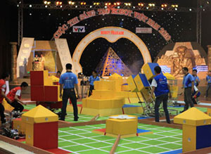 Một trận so tài tại cuộc thi Robocon 2010.