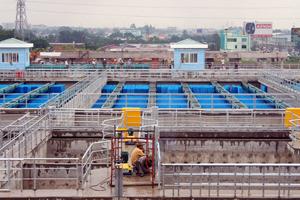 Nước từ các nhà máy khi chuyển tới các hộ dân để sử dụng đã thất thoát tới 40% trên hệ thống đường ống truyền dẫn.