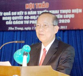 Phó Thủ tướng Trương Vĩnh Trọng  đọc báo cáo tại Hội nghị.