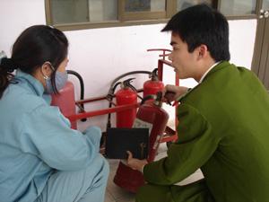 Kiểm tra công tác PCCN tại chi nhánh xăng dầu Hoà Bình.