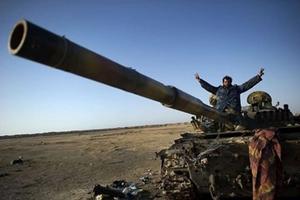 Rạn nứt bắt đầu xuất hiện giữa NATO và lực lượng nổi dậy Libya.
