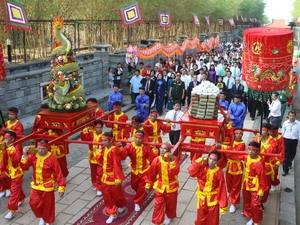 Đoàn rước sản vật dâng lên tổ tiên trong lễ  giõ tổ Hùng Vương. Ảnh: TTXVN
