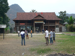 Nhà văn hóa xóm Chiềng Châu xã Chiềng Châu (Mai Châu) trung tâm sinh hoạt văn hóa cộng đồng tại địa phương.