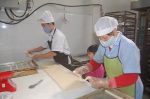 Sản xuất bánh các loại đáp ứng yêu cầu ATVSTP tại doanh nghiệp Phú Thuỷ (TPHB).