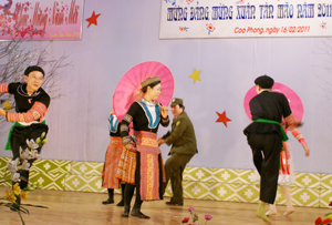 Đội văn nghệ khu 4 tham gia biểu diễn văn nghệ mừng Đảng, mừng xuân Tân Mão 2011