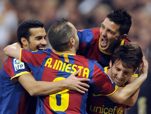 Các cầu thủ Barcelona ăn mừng bàn mở tỉ số của Messi. Ảnh: Marca.