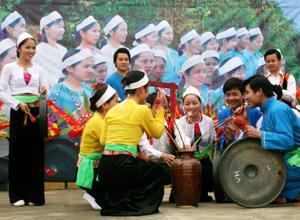 Văn hóa rượu cần-nét văn hóa đặc trưng trong lễ hội của người Mường.