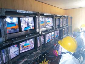 Công nhân TEPCO làm việc tại Nhà máy Fukushima số 1 - Ảnh: Reuters.