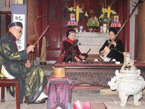 Nghệ nhân Nguyễn Phú Đẹ, Nguyễn Thị Chúc và ca nương Phạm Thị Huệ.