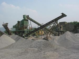Các doanh nghiệp khai thác khoáng sản ở Lương Sơn đã có ý thức hơn trong việc thực hiện ATVSLĐ – PCCN. (ảnh chụp tại Doanh nghiệp khai thác đá tại xã Cao Dương)