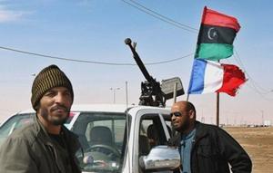 Ngoài nhận được hỗ trợ về tài chính, hậu cần của các nước, phe nổi dậy Libya kêu gọi NATO tăng cường không kích vào lực lượng của ông Gadhafi