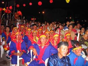 Ngư dân tham dự lễ hội cầu ngư (sân khấu hoá) trong Festival biển Nha Trang lần thứ tư.