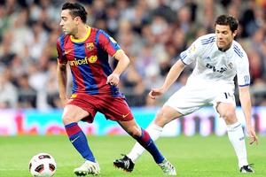 Xavi và Xabi Alonso sẽ góp tiếng nói quyết định đến cuộc chiến đêm mai.