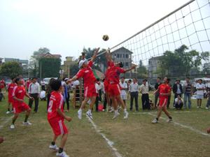 Trận thi đấu giữa 2 đội xã Trung Sơn và Cao Dương.