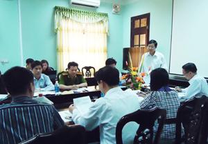 Đồng chí Bùi Văn Cửu – Phó Chủ tịch UBND tỉnh – Trưởng ban chỉ đạo liên ngành về vệ sinh an toàn thực phẩm chủ trì buổi làm việc.