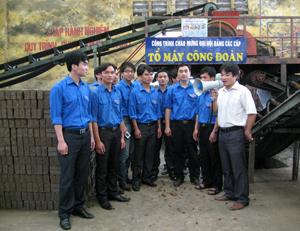 ĐV- TN thăm quan dây chuyền sản xuất Công ty cổ phần gạch ngói Quỳnh Lâm.