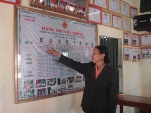 Bà Nguyễn Thị Hôngd dành tâm huyết xây dựng bản truyền thống với ước mong giáo dục truyền thống cách mạng cho các thế hệ con cháu.