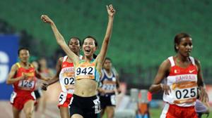 VĐV Trương Thanh Hằng thi đấu tại Asiad Quảng Châu. Trung Quốc đã bỏ ra hơn 18 tỉ USD tổ chức kỳ tranh tài này.